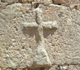 cruz con triángulo